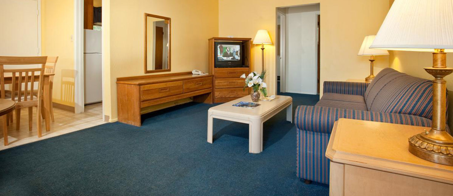RELAX IN A FAMILY FRIENDLY PRIVATE CABIN OR COZY GUEST ROOM