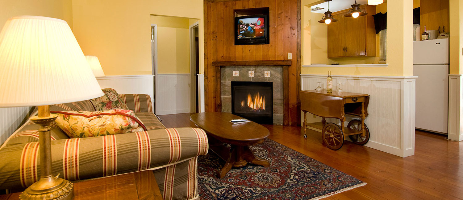 RELAX IN OUR COMFORTABLE DELUXE CABINS