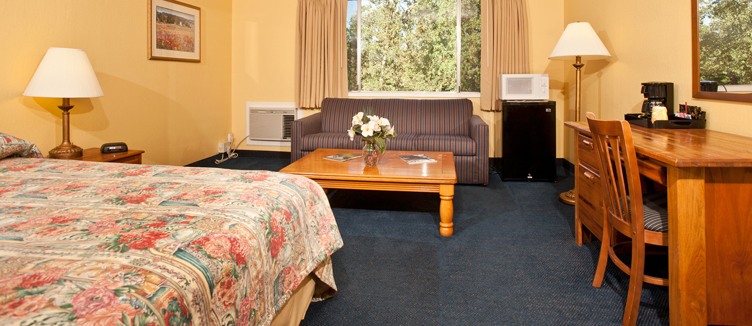 OUR GOLD COUNTRY HOTEL IS NEAR SHOPPING, DINING, AND ENTERTAINMENT
