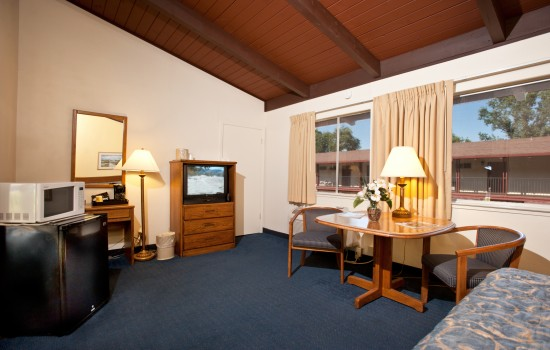 The Jackson Lodge: Accessible King Room